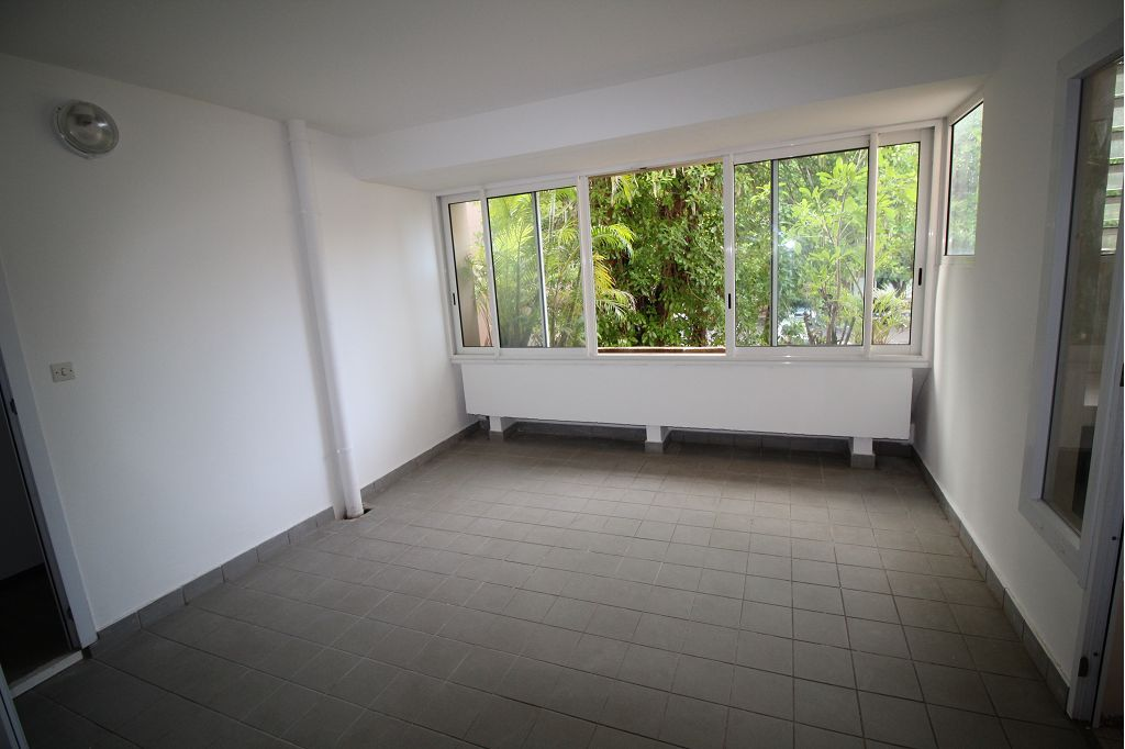 location - F4 - SAINT PIERRE - Front de Mer -
